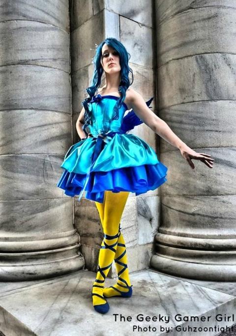 ducklett-pokemon-gijinka-yellow-tights-blue-cosplay